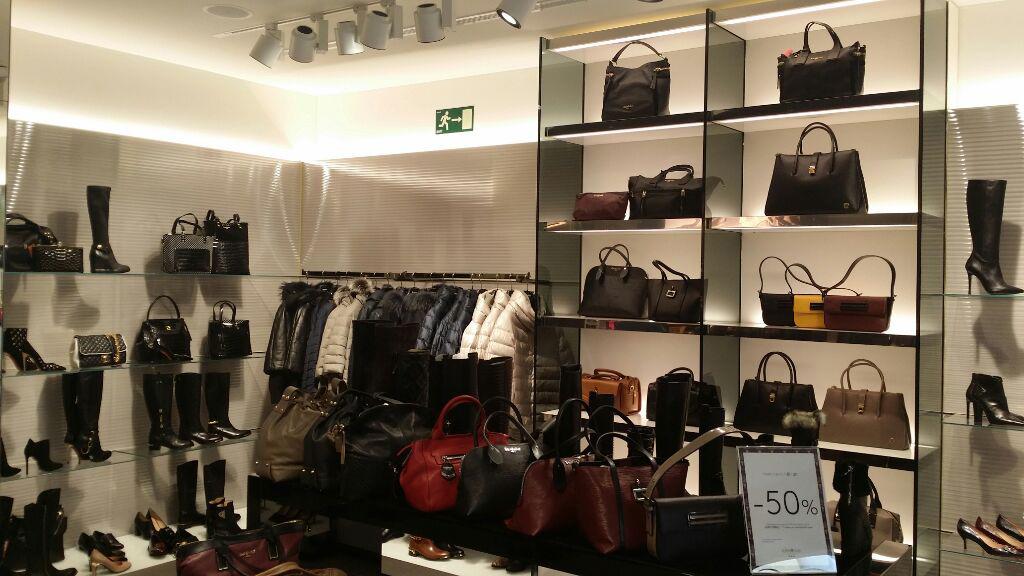 proyectos_locales_comerciales_oficinas_Baldinini04