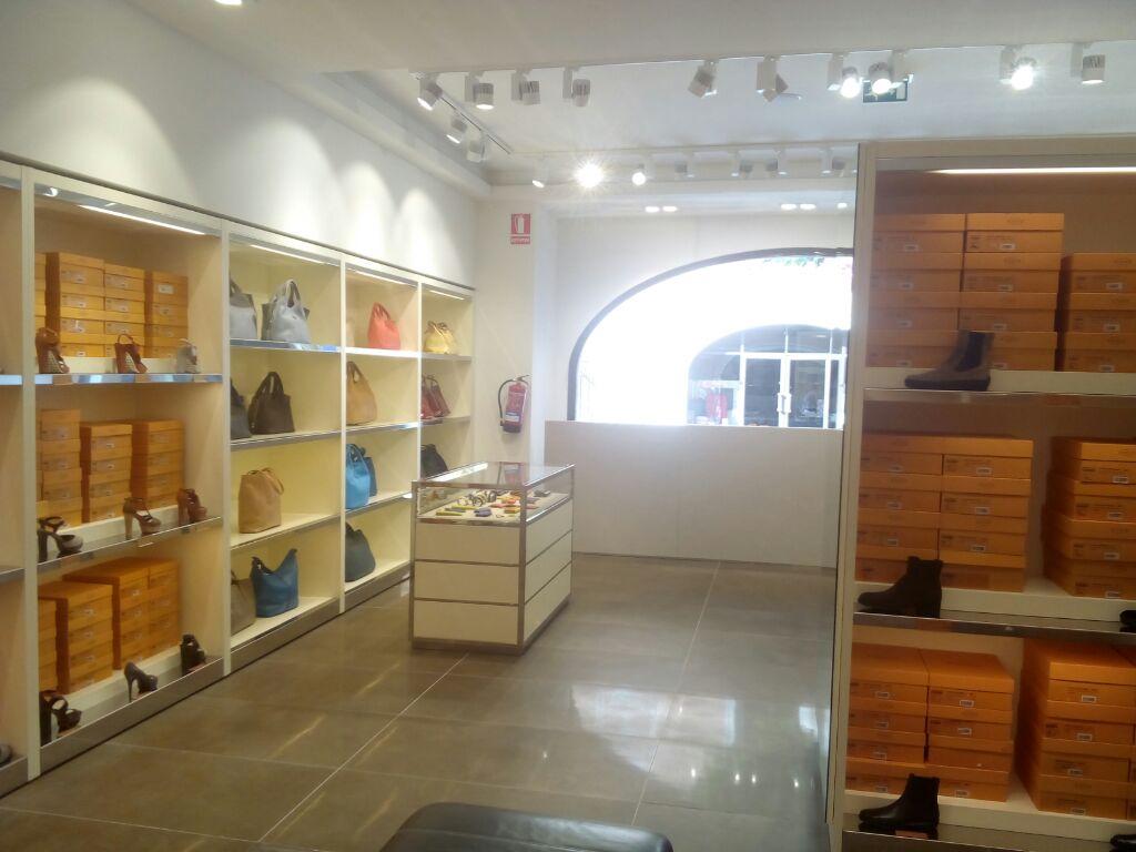 reformas_globales_locales_comerciales_oficinas_RocaVillage Barcelona05